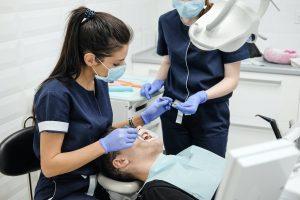 Implanty dentystyczne w gabinecie